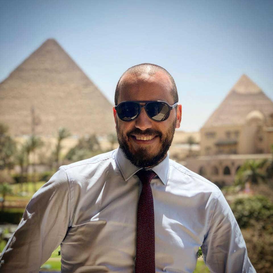 دكتور محمد توفيق مدرس جراحات الشبكية والجسم الزجاجى